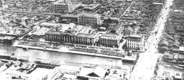本町橋と府立商品陳列所